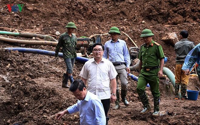 Sập mỏ vàng ở Hòa Bình: Hình ảnh cứu hộ ngày thứ 5 liên tiếp - Ảnh 13.