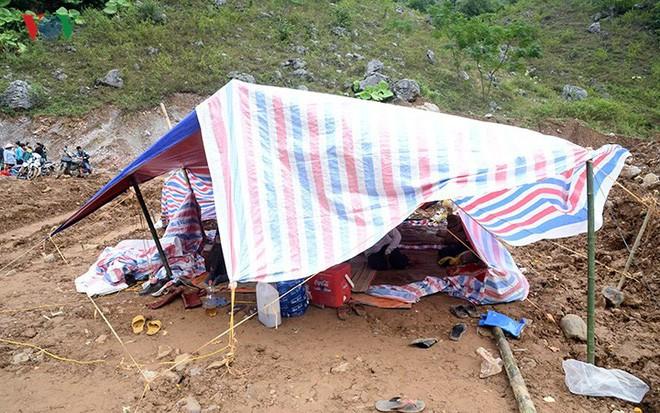 Sập mỏ vàng ở Hòa Bình: Hình ảnh cứu hộ ngày thứ 5 liên tiếp - Ảnh 18.