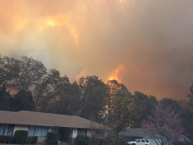 """Cháy rừng """"như tận thế"""" ở California (Mỹ) làm hàng nghìn người sơ tán - Ảnh 3."""