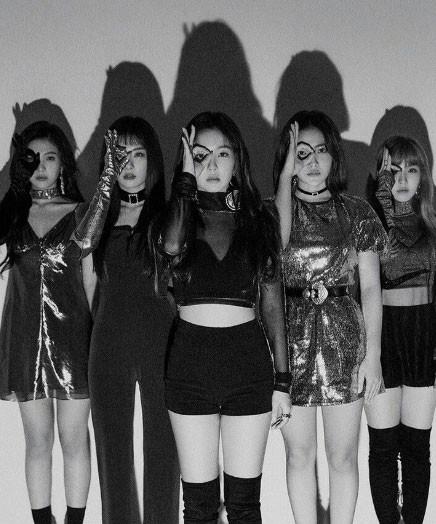 """Red Velvet """"bao ngầu"""" trong teaser mới, nhưng thuyết âm mưu này mới là điều khiến fan choáng váng - Ảnh 3."""