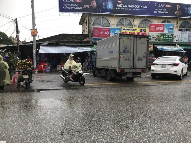 Vụ người đi xe máy chặt tay tài xế ô tô: Bất ngờ với lời kể của nhân chứng 4