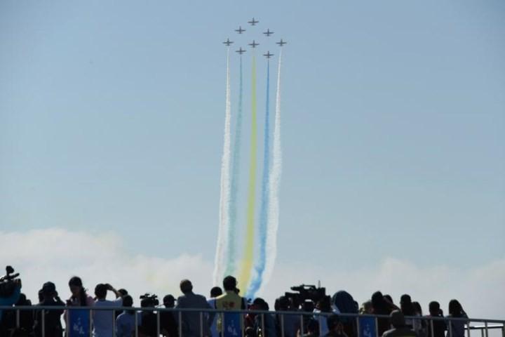 Ảnh: Máy bay nhào lộn đẹp mắt tại triển lãm hàng không ở Trung Quốc - Ảnh 5.