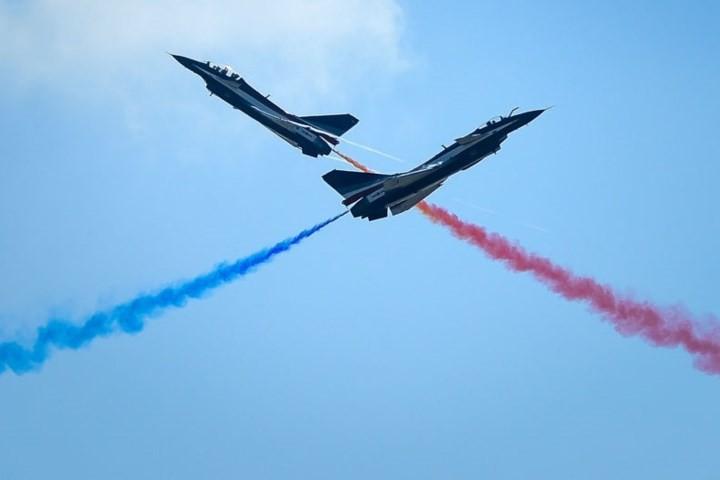 Ảnh: Máy bay nhào lộn đẹp mắt tại triển lãm hàng không ở Trung Quốc - Ảnh 6.