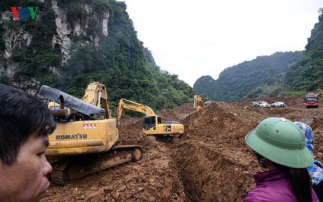 Sập mỏ vàng ở Hòa Bình: Hình ảnh cứu hộ ngày thứ 5 liên tiếp - Ảnh 7.