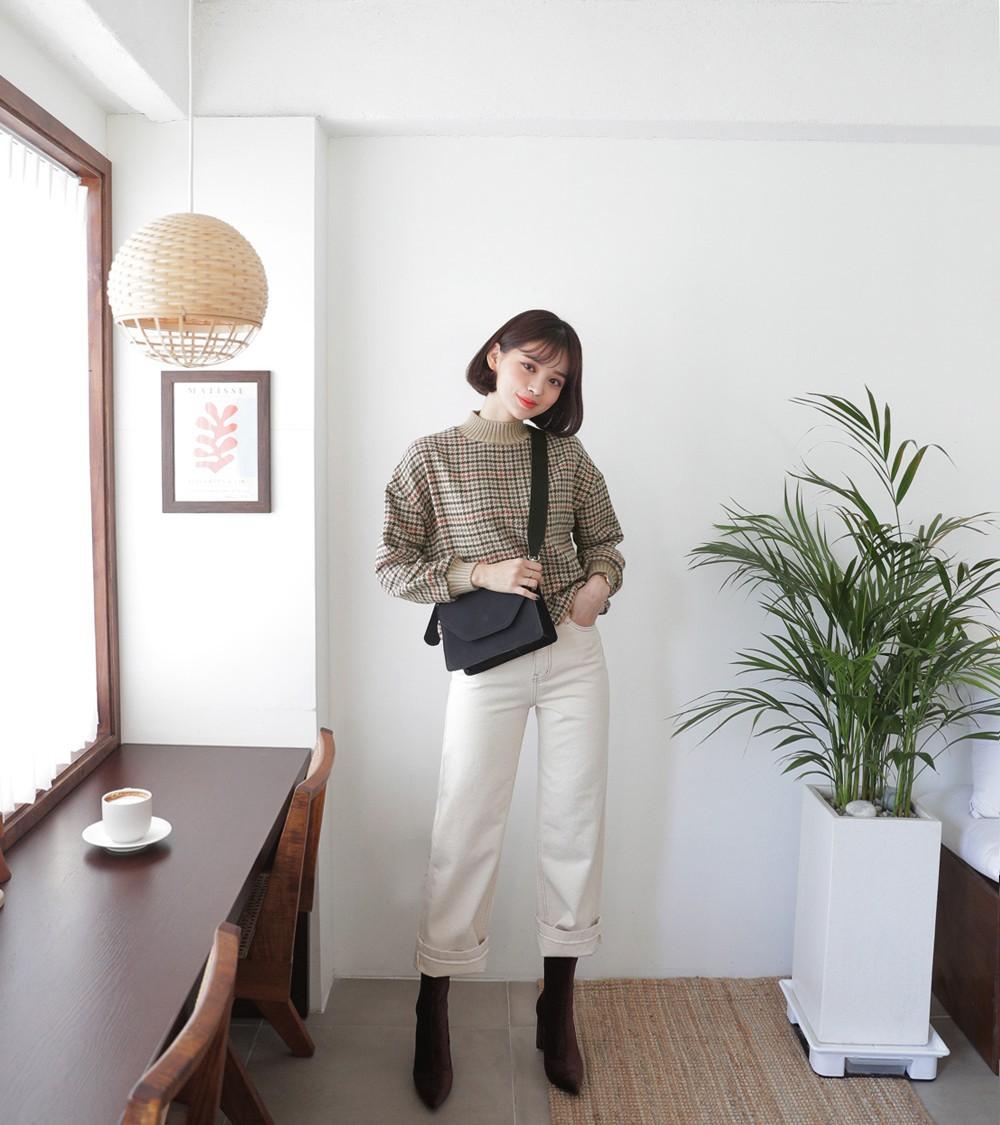 Áo len và quần ống rộng chính là chân ái của các nàng công sở trong thời tiết này - Ảnh 8.