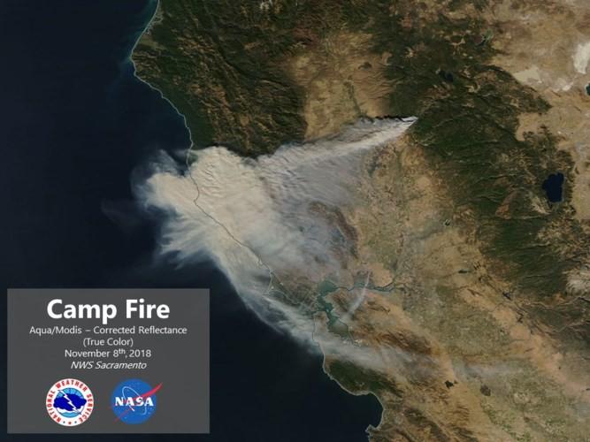 """Cháy rừng """"như tận thế"""" ở California (Mỹ) làm hàng nghìn người sơ tán - Ảnh 9."""