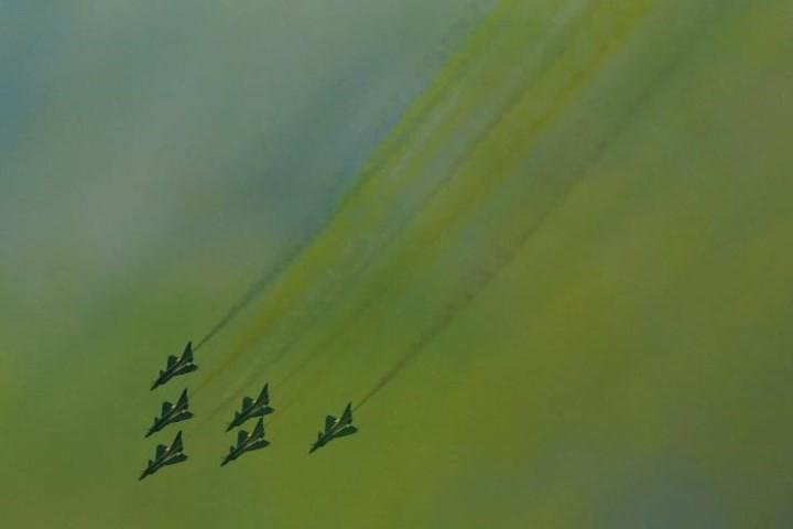 Ảnh: Máy bay nhào lộn đẹp mắt tại triển lãm hàng không ở Trung Quốc - Ảnh 10.