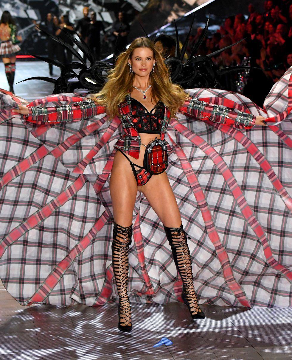 HOT: Chiêm ngưỡng những hình ảnh mãn nhãn của Victorias Secret Fashion Show 2018 - Ảnh 16.