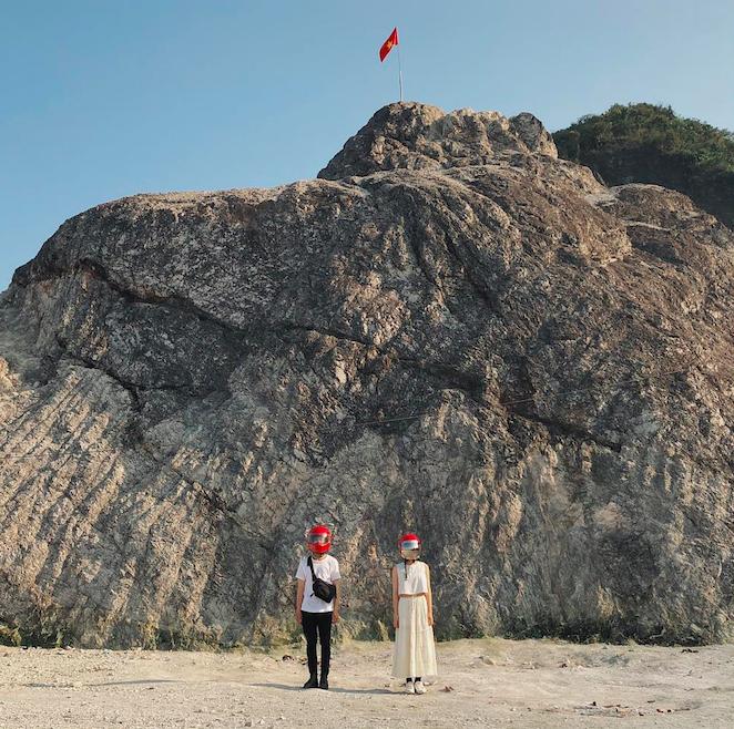 Cặp đôi giấu mặt, đội mũ bảo hiểm đỏ đang hot trên Instagram: Lên Đà Lạt vì thất tình ai ngờ gặp ngay chân ái! - Ảnh 15.