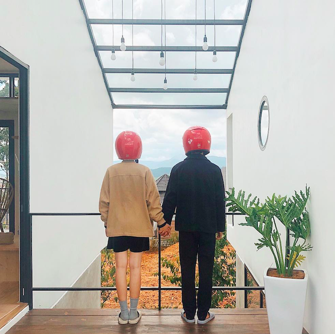 Cặp đôi giấu mặt, đội mũ bảo hiểm đỏ đang hot trên Instagram: Lên Đà Lạt vì thất tình ai ngờ gặp ngay chân ái! - Ảnh 10.