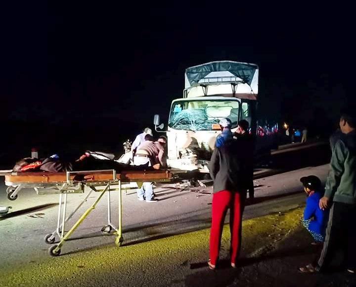 Xe tải và xe máy va chạm kinh hoàng, 3 người tử vong tại chỗ - Ảnh 1.