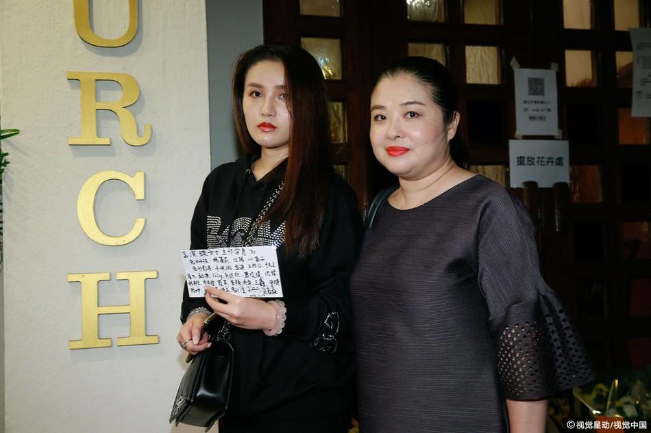 Lễ tưởng niệm Lam Khiết Anh: Trương Vệ Kiện buồn bã, chị gái lặng người trước di ảnh xinh đẹp của nữ diễn viên - Ảnh 18.