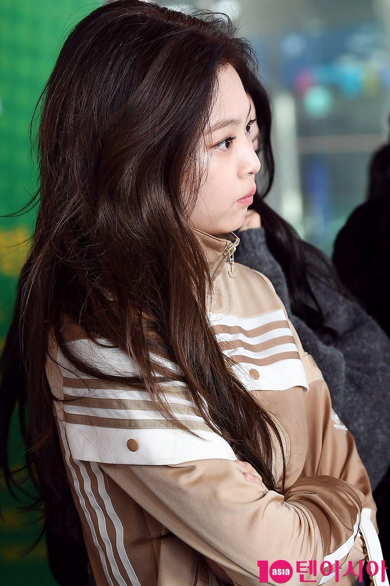 Tranh cãi việc Jennie (Black Pink) lộ nhược điểm hiếm hoi, bị ví như chị em sinh đôi với danh hài béo ú - Ảnh 1.