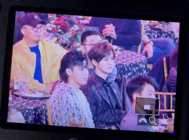Khoảnh khắc hot: Hai cựu thành viên EXO Ngô Diệc Phàm - Luhan tám rôm rả, ngồi cạnh nhau tại sự kiện iQiYi - Ảnh 2.