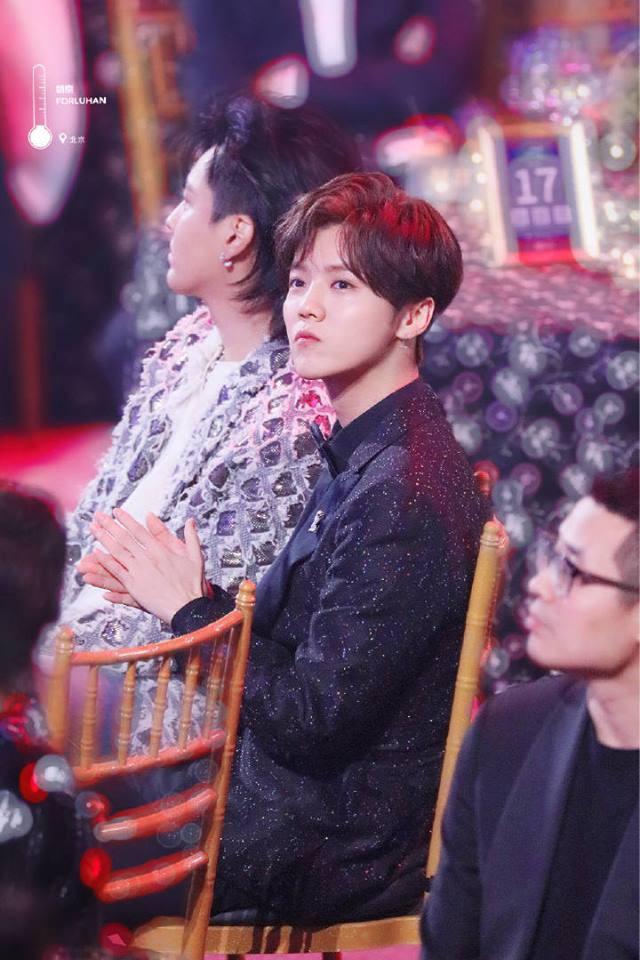 Khoảnh khắc hot: Hai cựu thành viên EXO Ngô Diệc Phàm - Luhan tám rôm rả, ngồi cạnh nhau tại sự kiện iQiYi - Ảnh 3.
