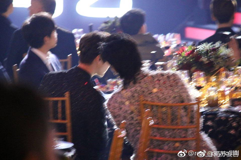 Khoảnh khắc hot: Hai cựu thành viên EXO Ngô Diệc Phàm - Luhan tám rôm rả, ngồi cạnh nhau tại sự kiện iQiYi - Ảnh 4.