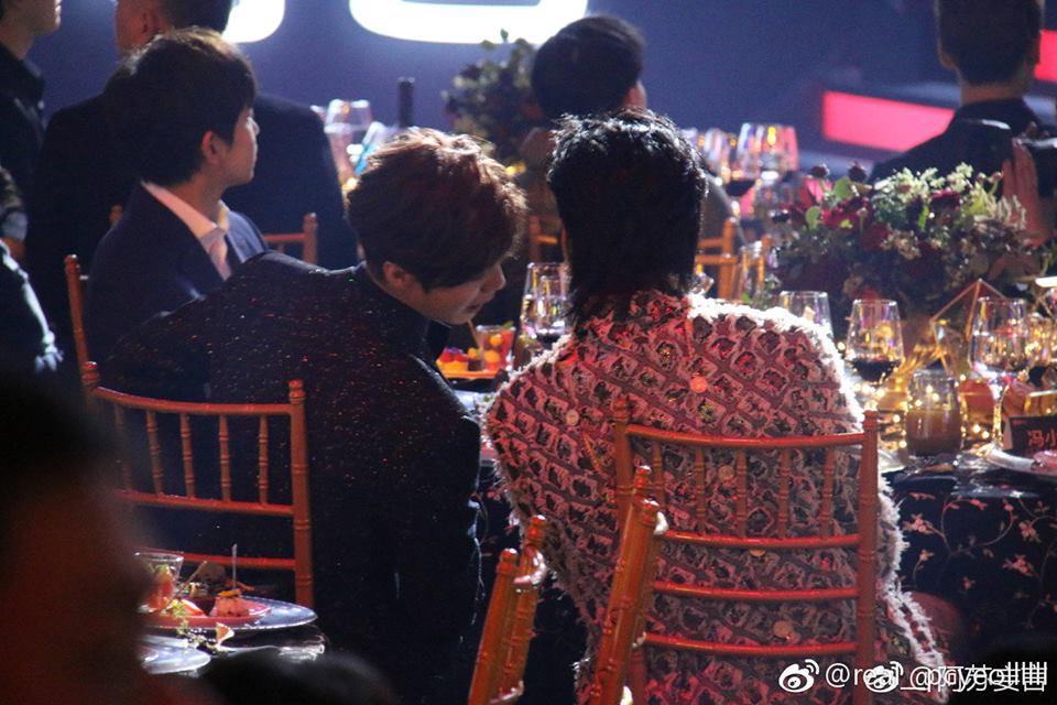 Khoảnh khắc hot: Hai cựu thành viên EXO Ngô Diệc Phàm - Luhan tám rôm rả, ngồi cạnh nhau tại sự kiện iQiYi - Ảnh 7.