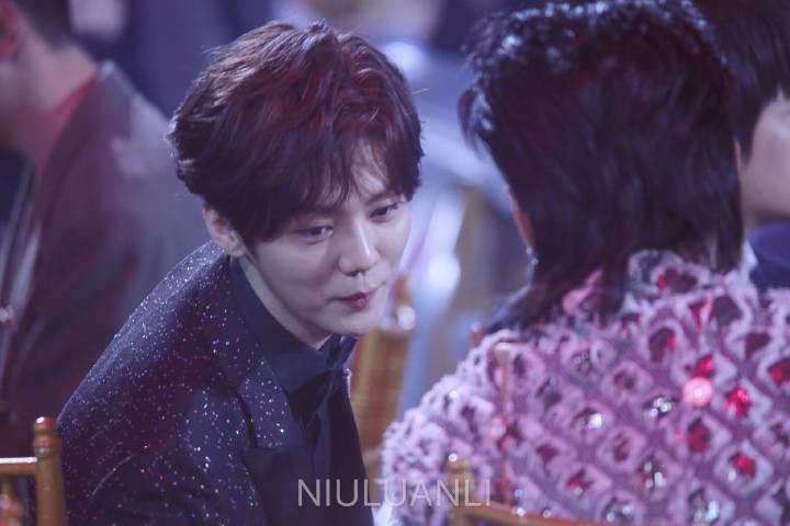 Khoảnh khắc hot: Hai cựu thành viên EXO Ngô Diệc Phàm - Luhan tám rôm rả, ngồi cạnh nhau tại sự kiện iQiYi - Ảnh 9.