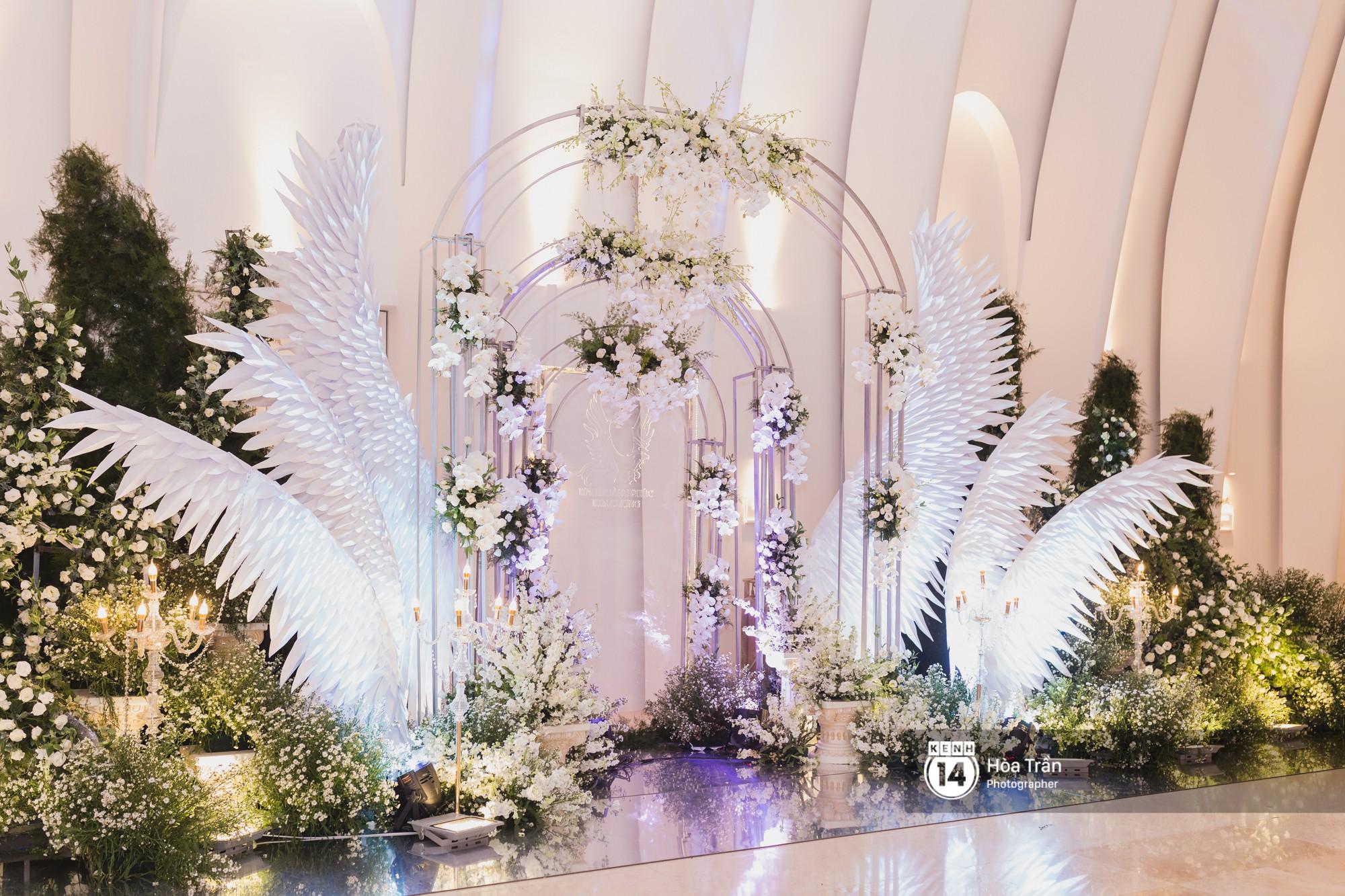 Không gian đám cưới sang trọng, ngập tràn sắc hoa của Ưng Hoàng Phúc và Kim Cương - Ảnh 4.