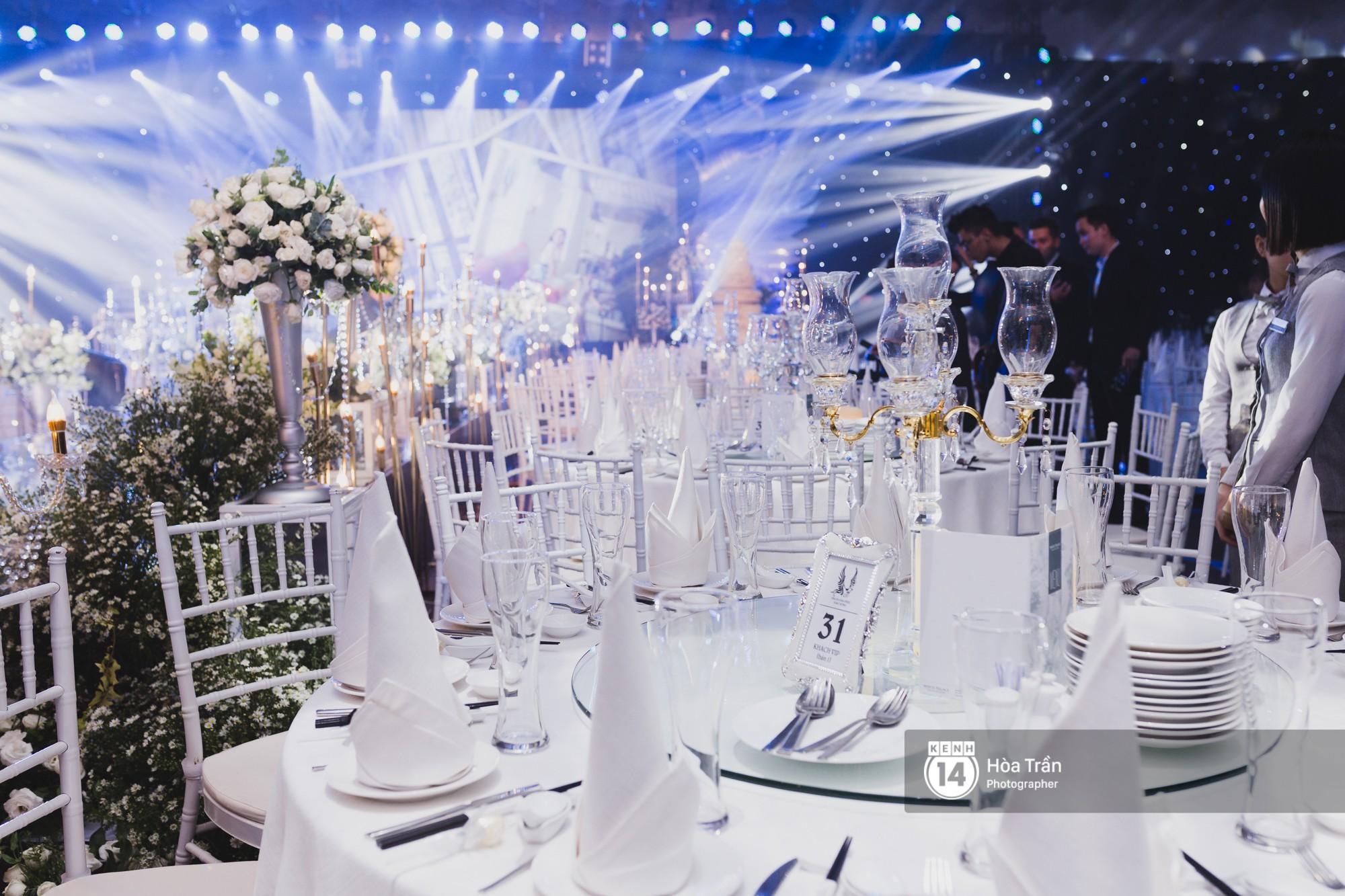 Không gian đám cưới sang trọng, ngập tràn sắc hoa của Ưng Hoàng Phúc và Kim Cương - Ảnh 8.