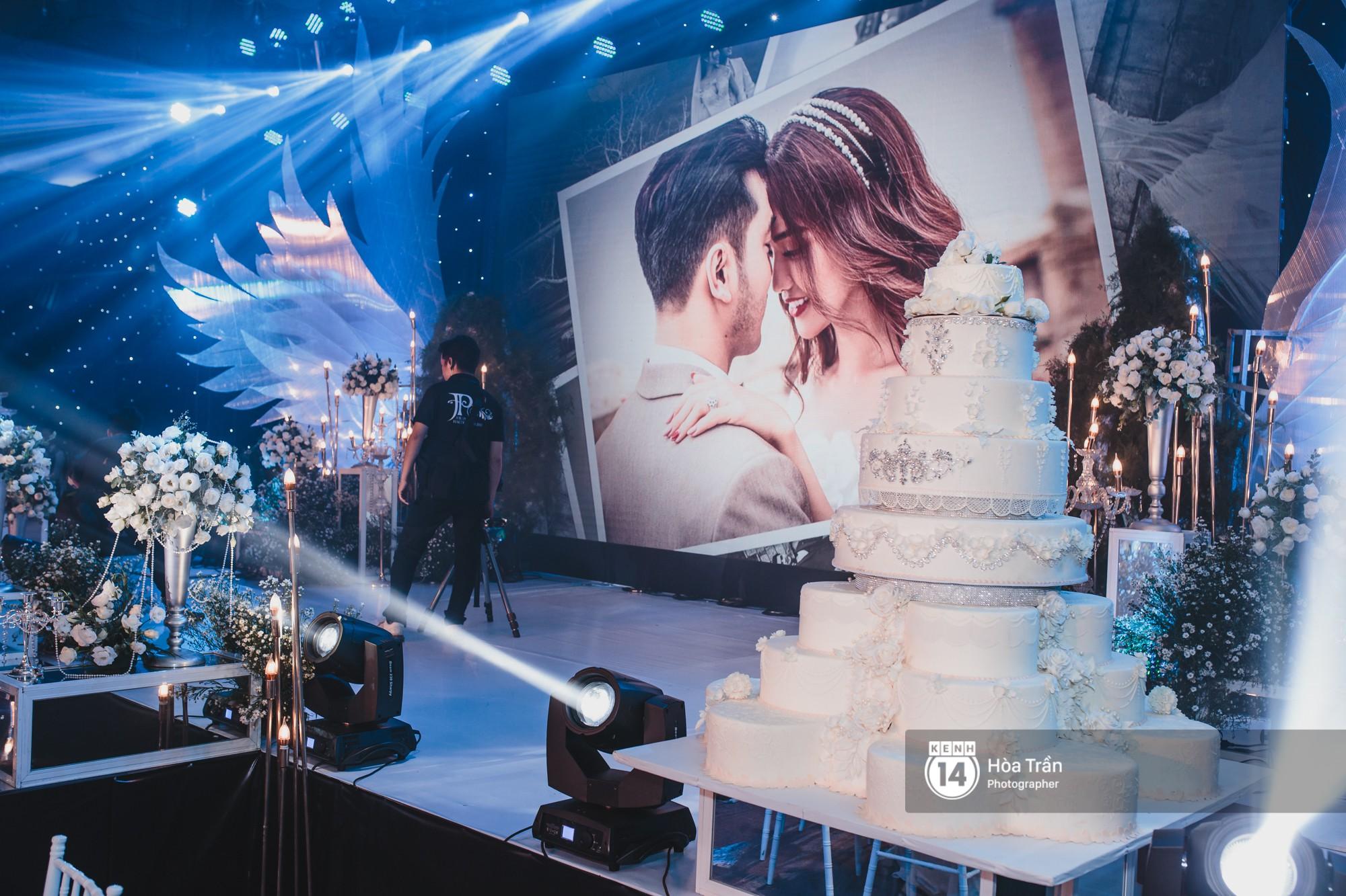 Không gian đám cưới sang trọng, ngập tràn sắc hoa của Ưng Hoàng Phúc và Kim Cương - Ảnh 10.