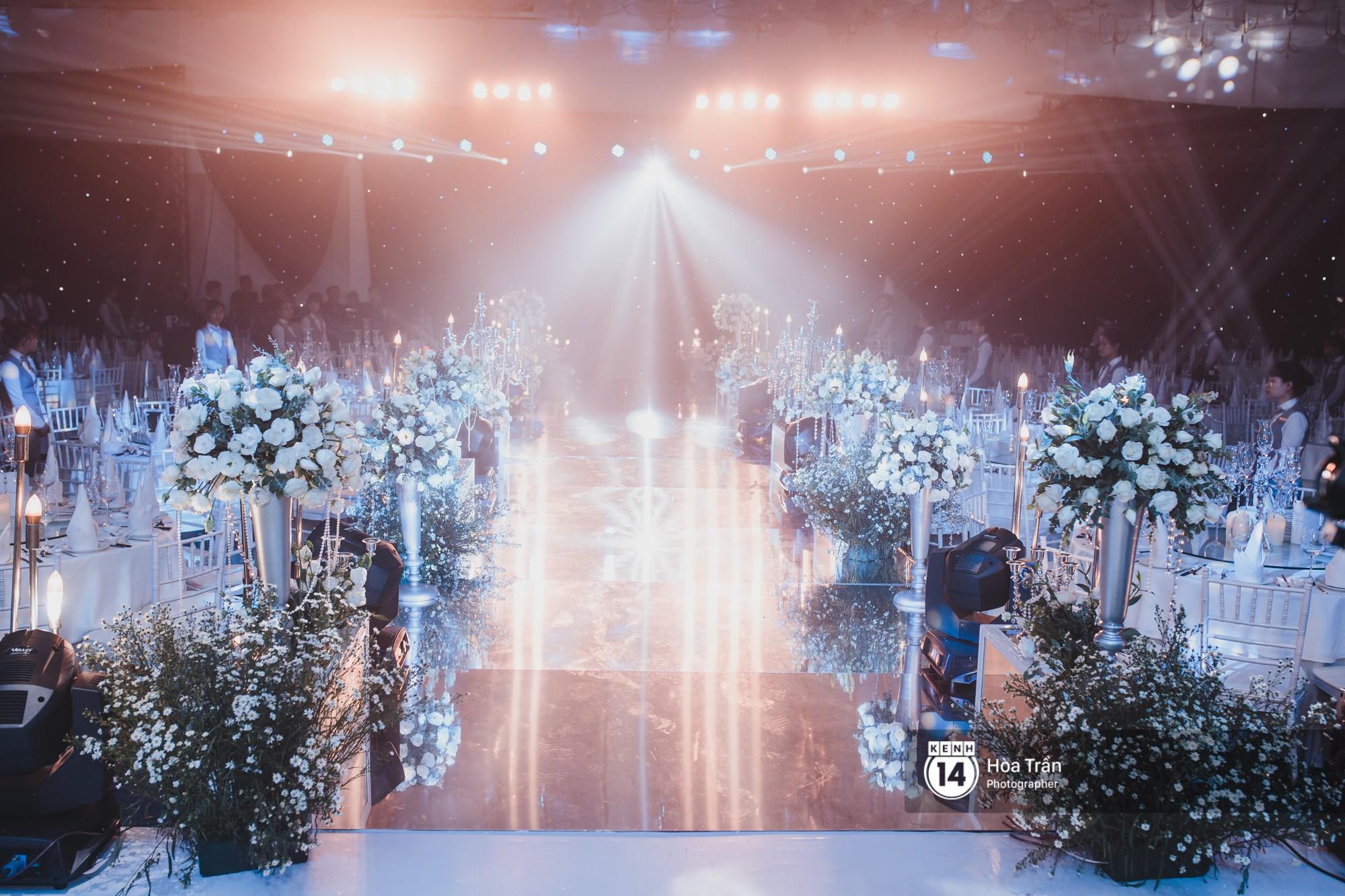 Không gian đám cưới sang trọng, ngập tràn sắc hoa của Ưng Hoàng Phúc và Kim Cương - Ảnh 15.