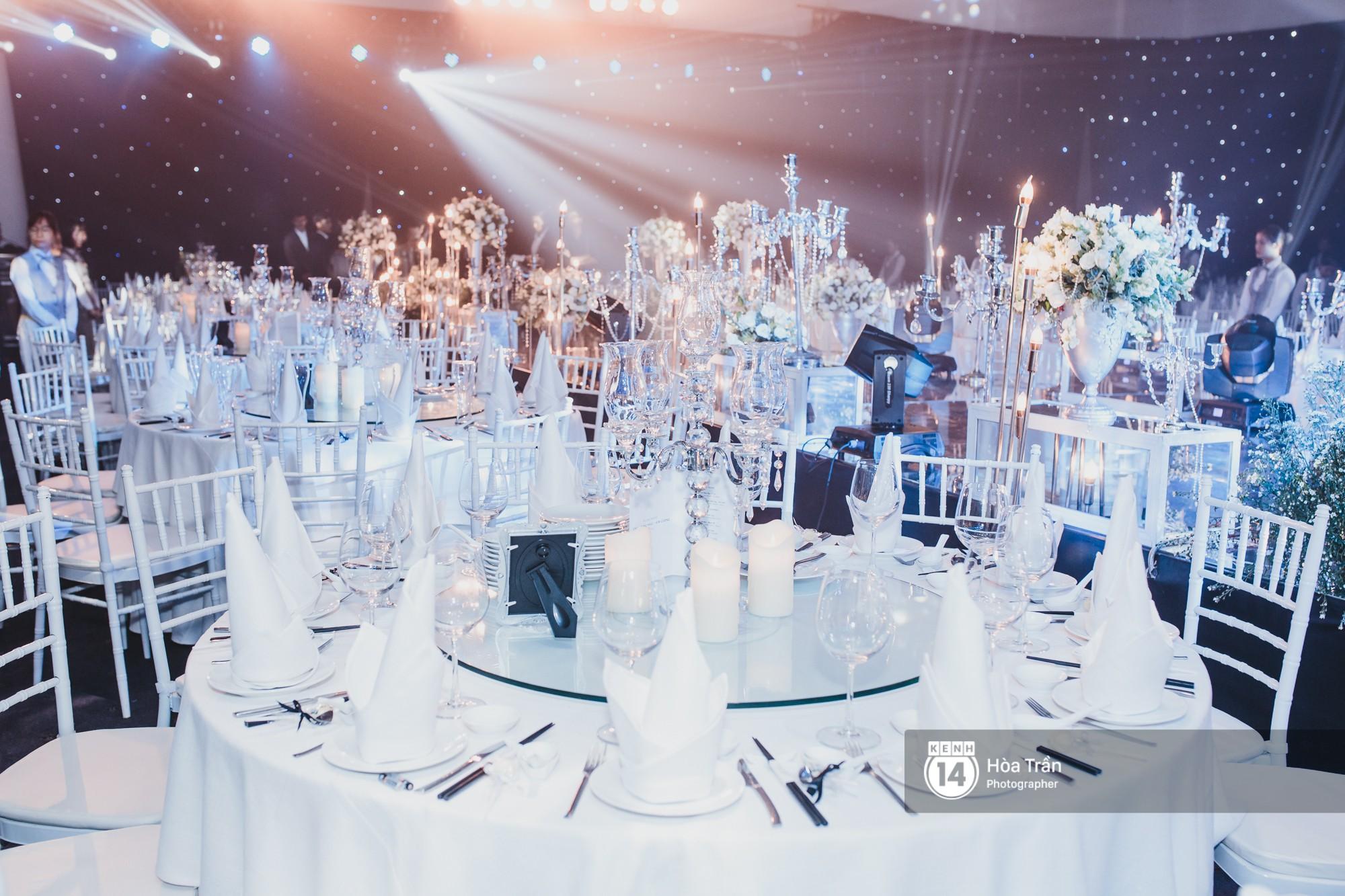 Không gian đám cưới sang trọng, ngập tràn sắc hoa của Ưng Hoàng Phúc và Kim Cương - Ảnh 12.