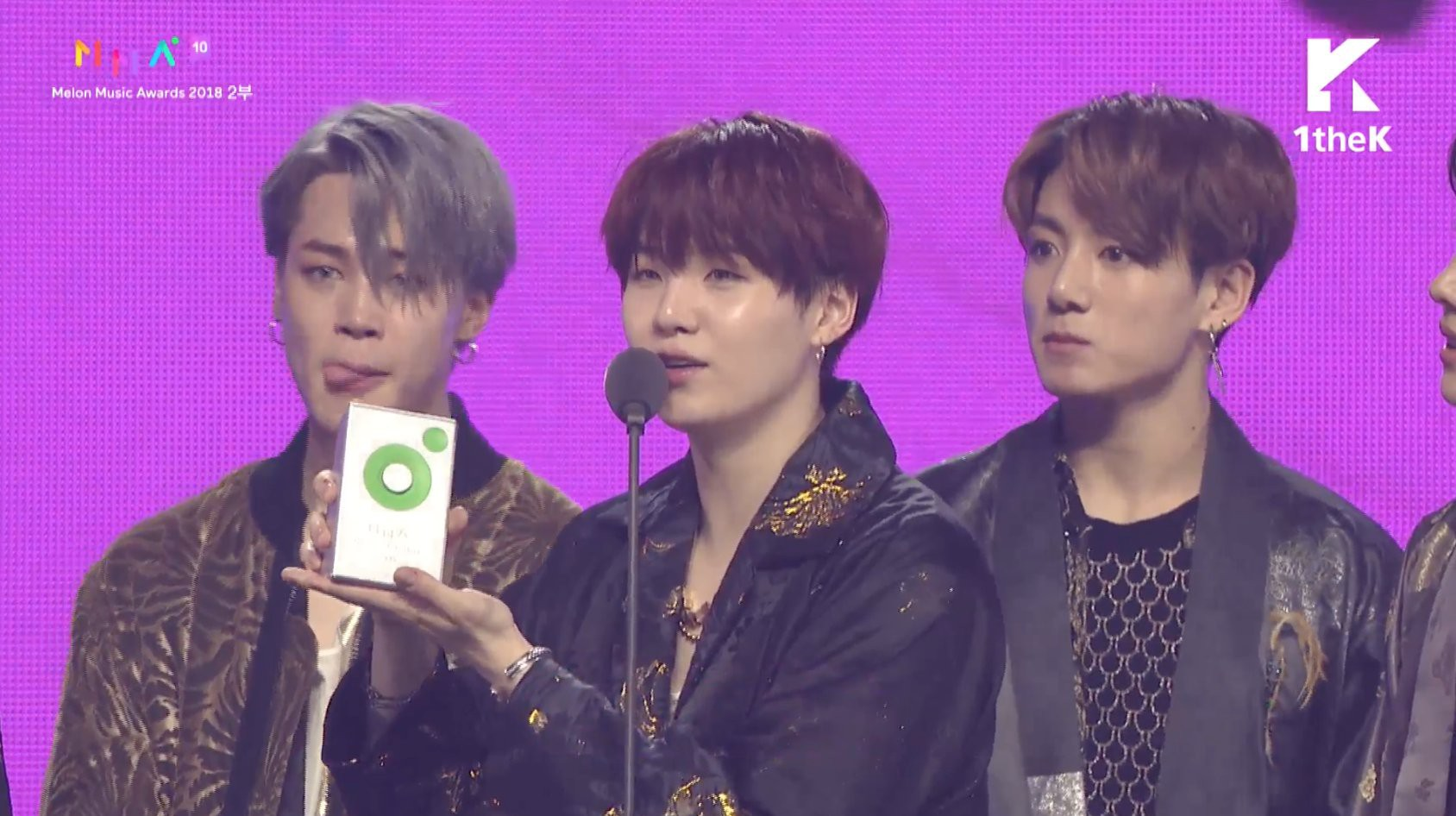"""MelOn Music Awards 2018: B.I mếu máo, đi không nổi khi iKON thắng Daesang, BTS """"ẵm"""" Daesang """"kép"""" - Ảnh 5."""