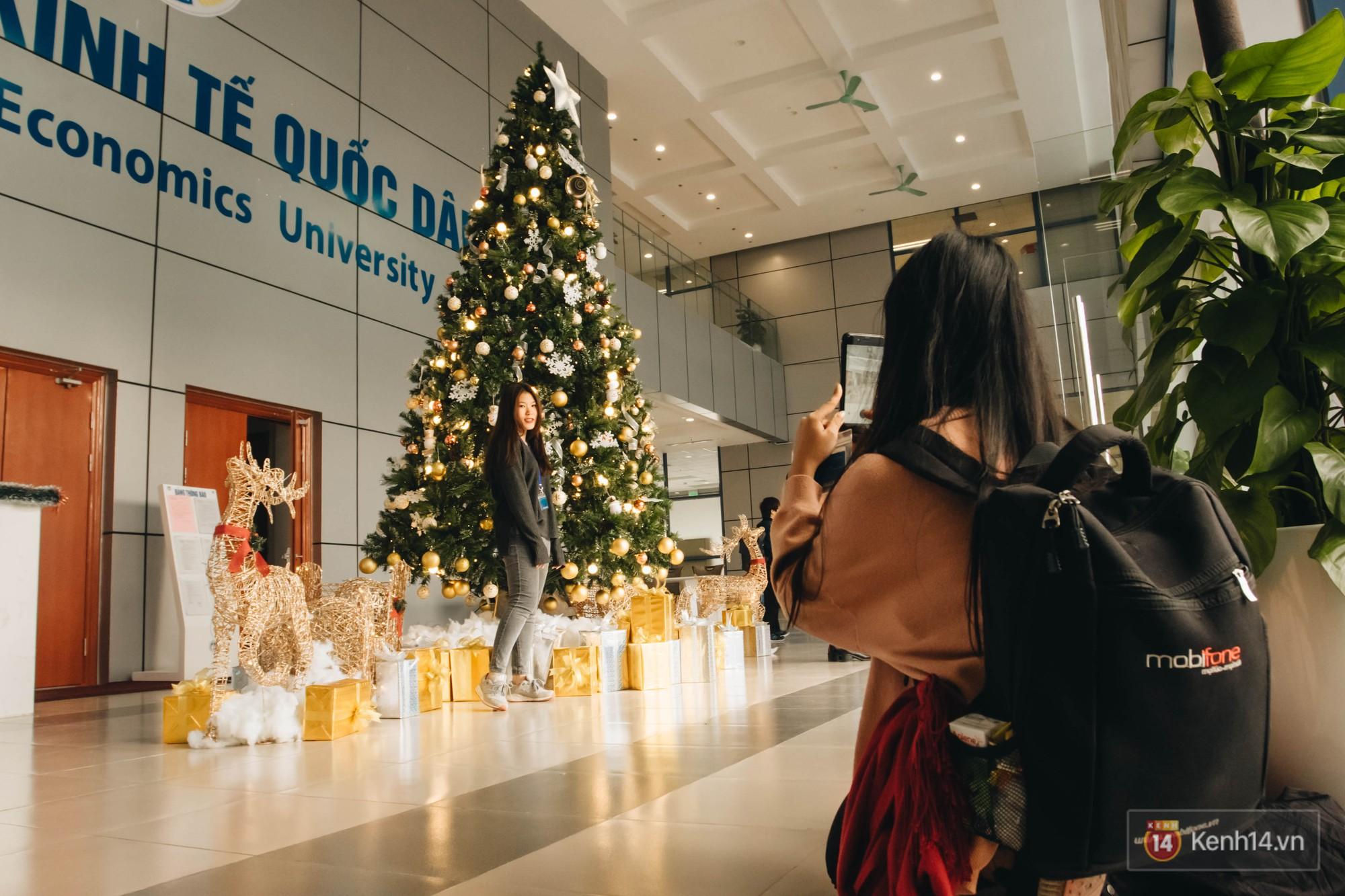 Xịn như Kinh tế Quốc dân: Dựng không gian checkin Noel sang như khách sạn bên trong toà nhà thế kỷ 96.000 m2 với 17 thang máy! - Ảnh 2.