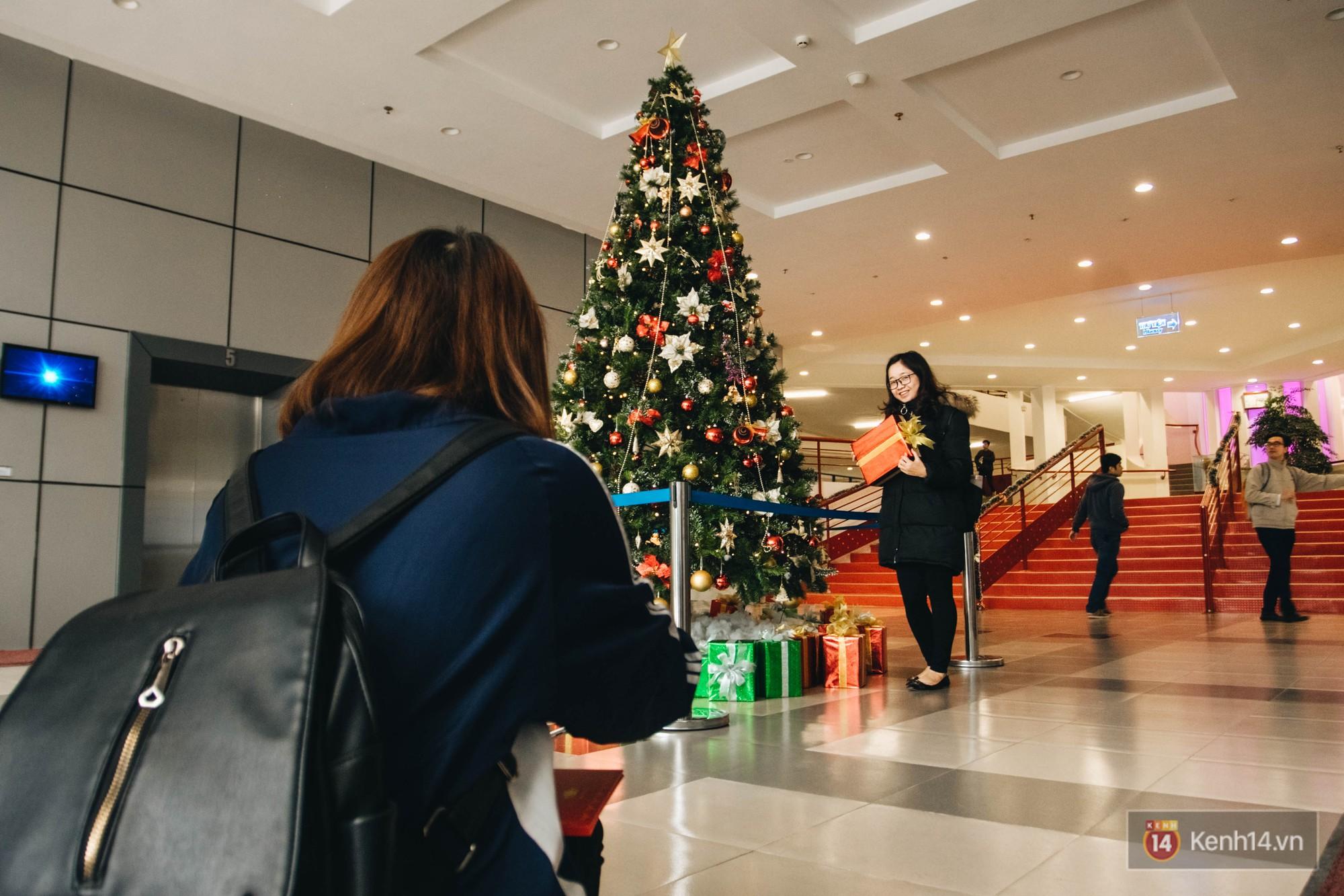 Xịn như Kinh tế Quốc dân: Dựng không gian checkin Noel sang như khách sạn bên trong toà nhà thế kỷ 96.000 m2 với 17 thang máy! - Ảnh 17.