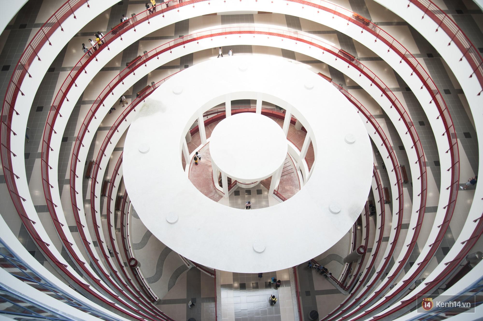 Xịn như Kinh tế Quốc dân: Dựng không gian checkin Noel sang như khách sạn bên trong toà nhà thế kỷ 96.000 m2 với 17 thang máy! - Ảnh 6.