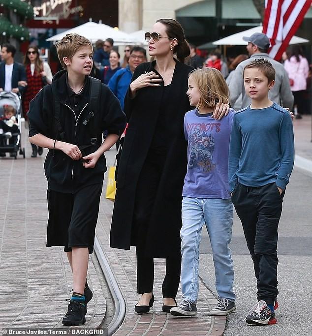 Angelina Jolie khoe 3 con ruột ngày càng cao lớn, thừa ...