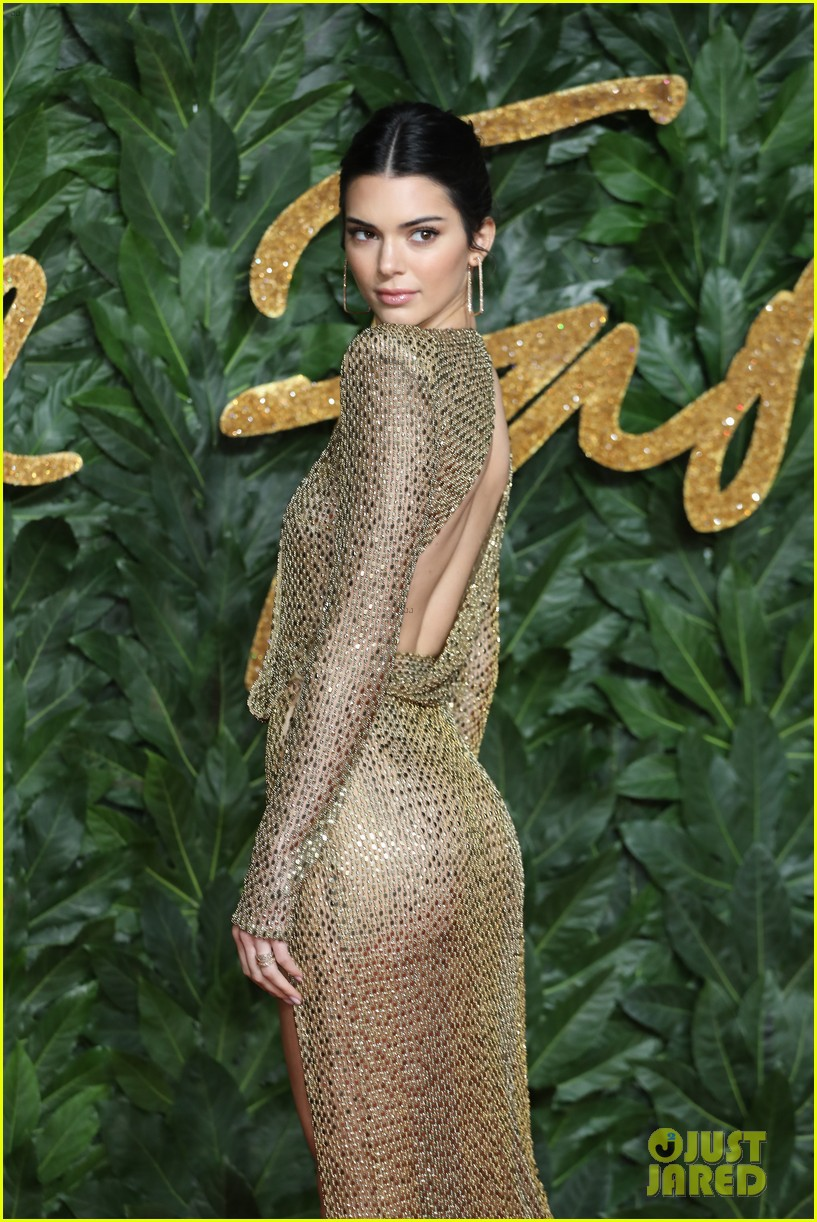Kendall Jenner khoe vóc dáng đẹp như nữ thần, nhưng lộ lấp ló nhũ hoa vì thả rông trên thảm đỏ - Ảnh 6.