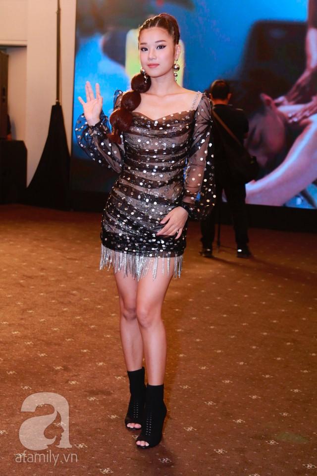 Diện cùng 1 thiết kế váy, Hoàng Yến Chibi sẽ ngang tài ngang sức Kỳ Duyên nếu không chọn kiểu giày này - Ảnh 1.