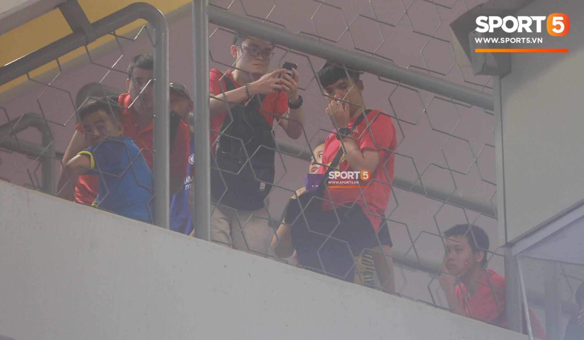 Báo Malaysia thay CĐV Việt Nam nói lên nỗi bức xúc vì bị cướp chỗ trên khán đài Bukit Jalil - Ảnh 3.