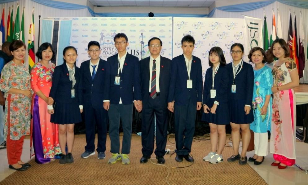 Đội tuyển Việt Nam phá kỷ lục, giành 4 Huy chương Vàng trong kỳ thi Khoa học trẻ Quốc tế 2018 - Ảnh 1.