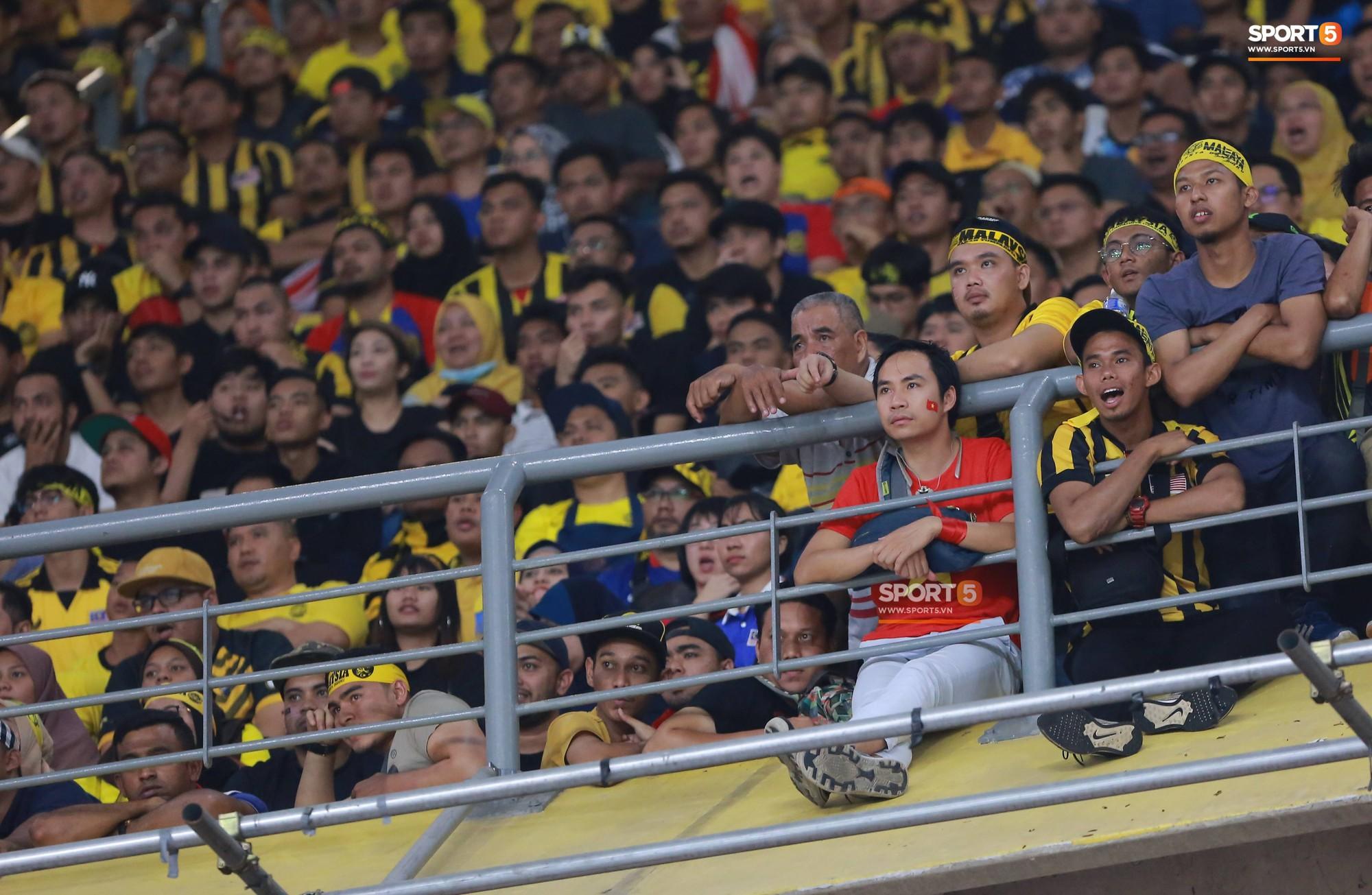 Báo Malaysia thay CĐV Việt Nam nói lên nỗi bức xúc vì bị cướp chỗ trên khán đài Bukit Jalil - Ảnh 2.