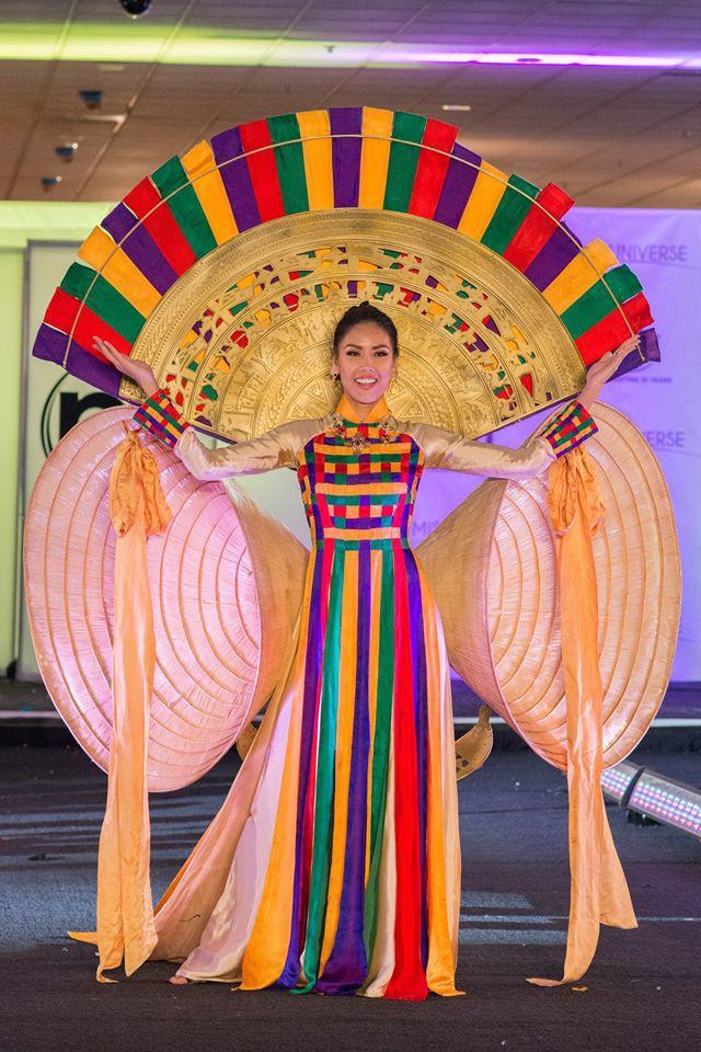 Trước Bánh Mì của H'Hen Niê, Việt Nam từng ghi dấu ấn tại Miss Universe bởi loạt quốc phục độc đáo này - Ảnh 3.