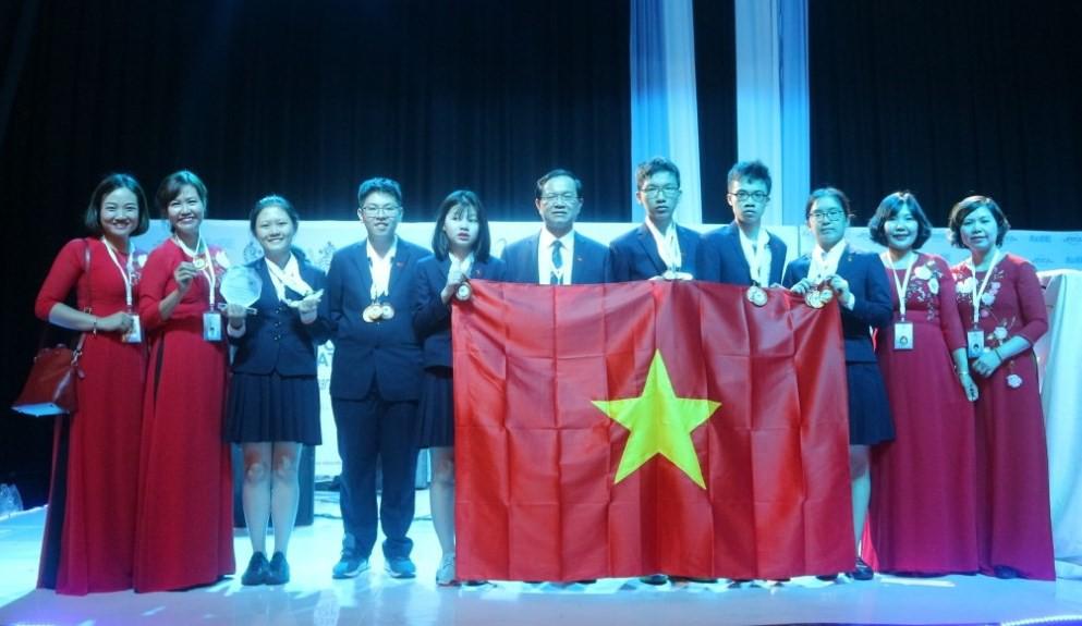 Đội tuyển Việt Nam phá kỷ lục, giành 4 Huy chương Vàng trong kỳ thi Khoa học trẻ Quốc tế 2018 - Ảnh 2.