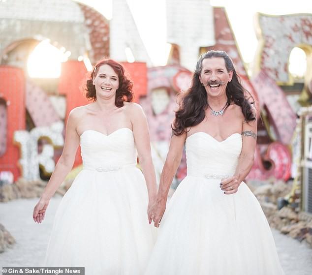 Chú rể muốn mặc váy giống vợ mình trong hôn lễ và lời đáp bất ngờ của cô dâu - Ảnh 1.