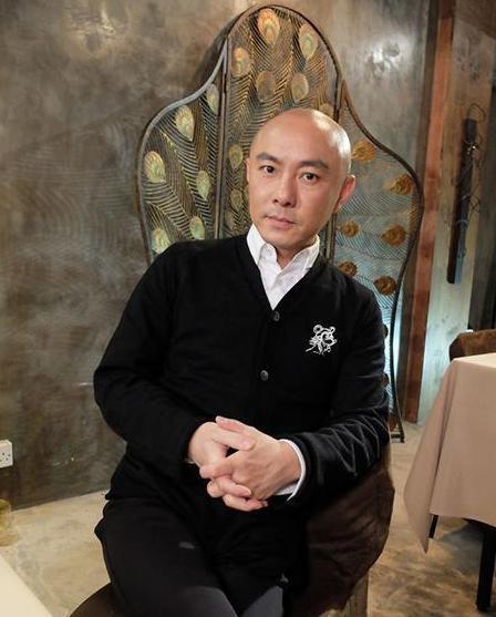 Vì sao Trương Vệ Kiện để mái tóc trọc lóc suốt 22 năm không hề thay đổi? - Ảnh 7.
