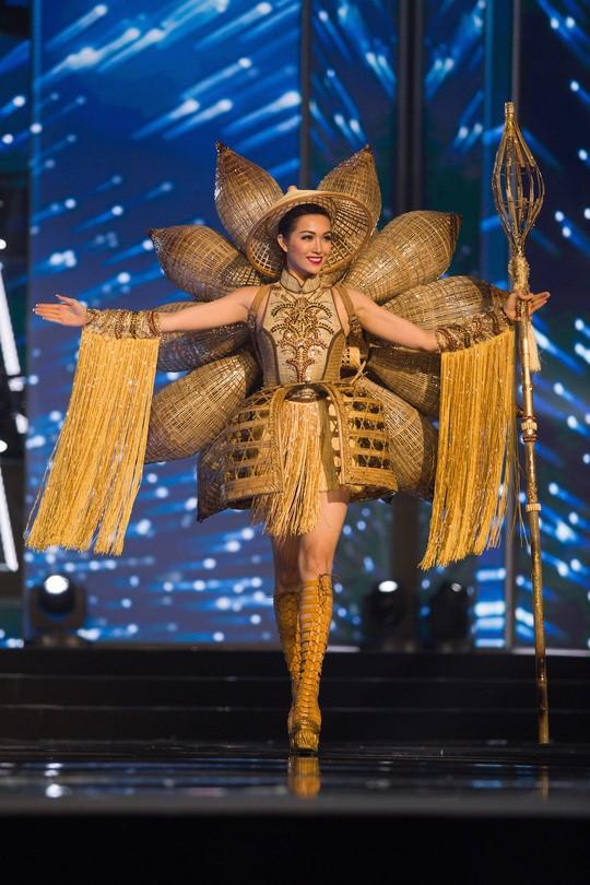 Trước Bánh Mì của H'Hen Niê, Việt Nam từng ghi dấu ấn tại Miss Universe bởi loạt quốc phục độc đáo này - Ảnh 4.