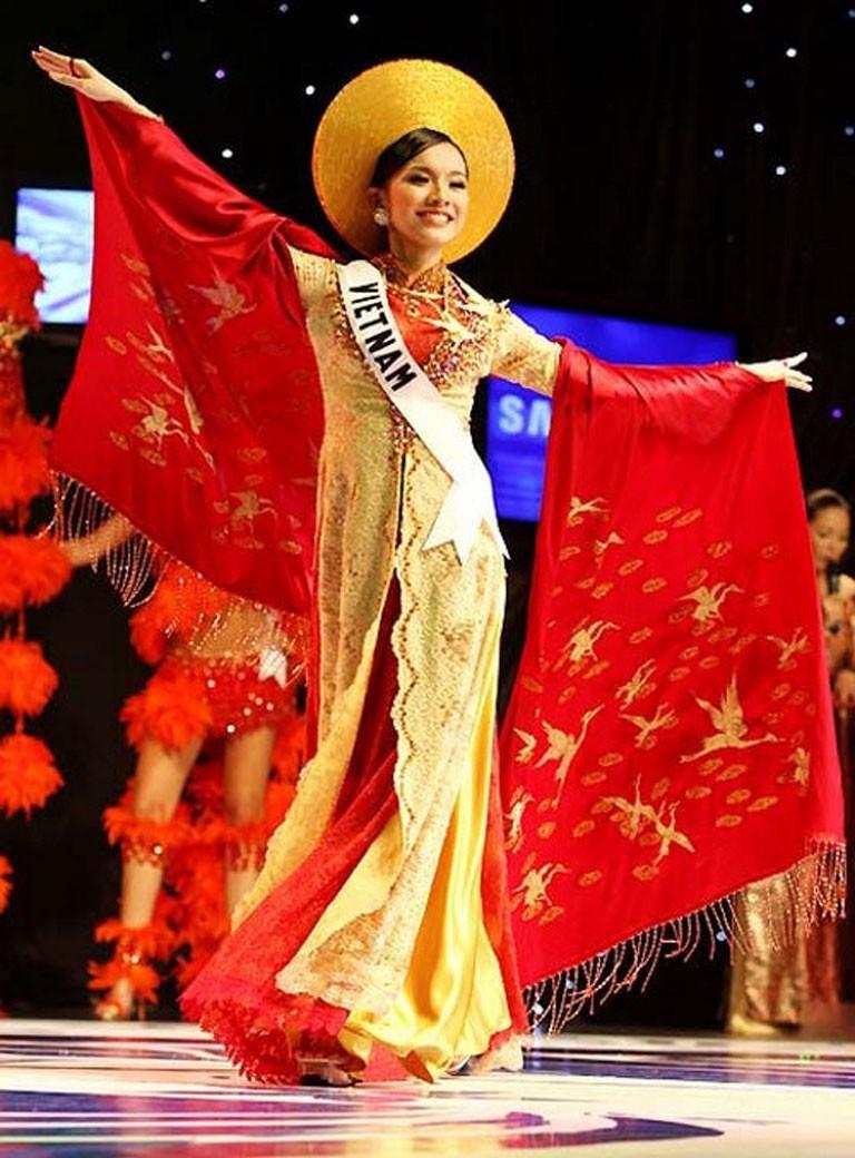 Trước Bánh Mì của H'Hen Niê, Việt Nam từng ghi dấu ấn tại Miss Universe bởi loạt quốc phục độc đáo này - Ảnh 11.