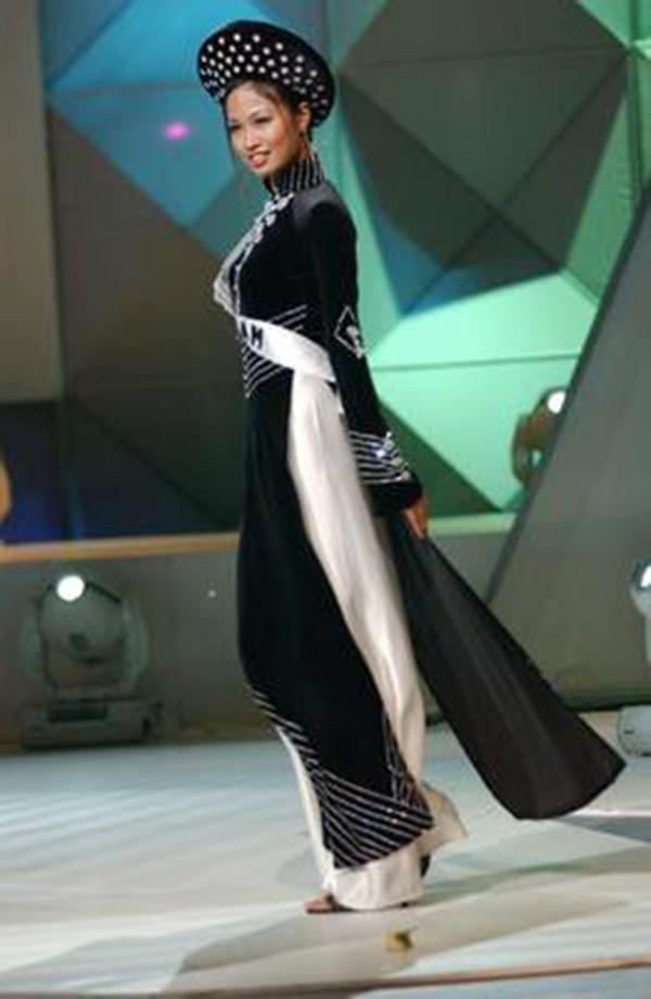 Trước Bánh Mì của H'Hen Niê, Việt Nam từng ghi dấu ấn tại Miss Universe bởi loạt quốc phục độc đáo này - Ảnh 13.