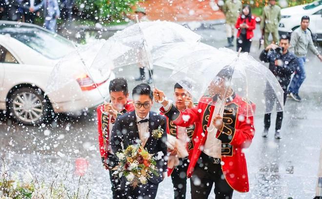 Xôn xao siêu đám cưới 4,6 tỷ ở Hải Phòng: Chú rể cưỡi bạch mã siêu xe Maybach trị giá triệu đô đón cô dâu đến hôn trường lãng mạn như truyện cổ tích - Ảnh 9.