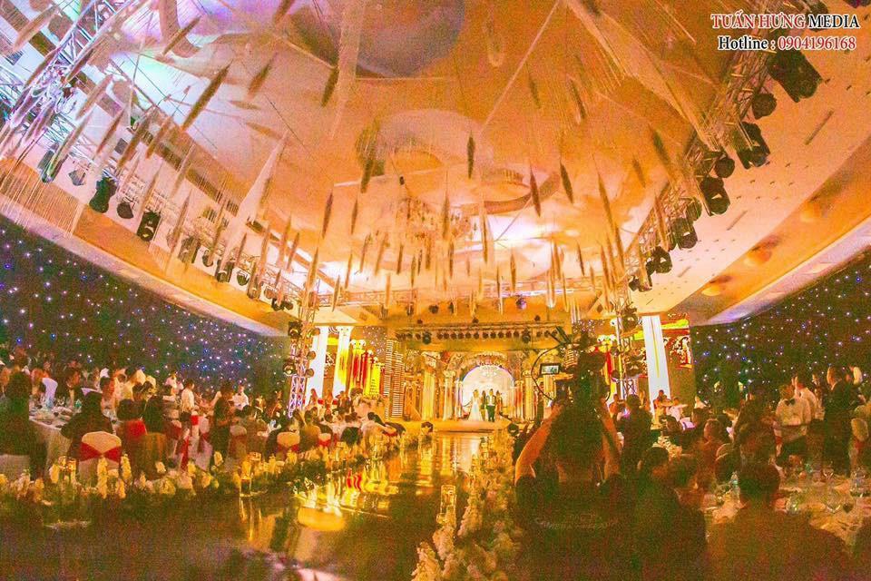 Xôn xao siêu đám cưới 4,6 tỷ ở Hải Phòng: Chú rể cưỡi bạch mã <a class=