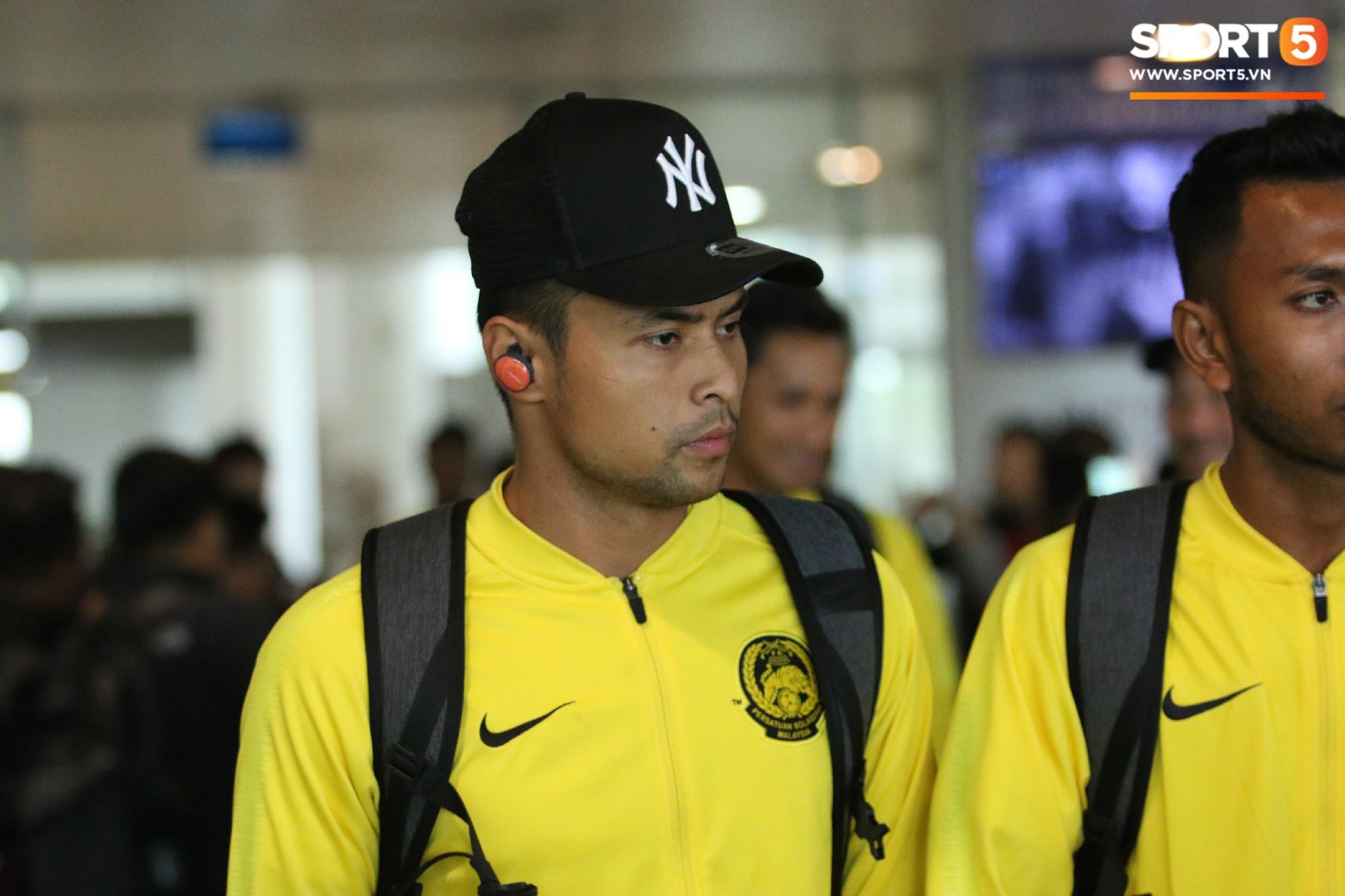 HLV trưởng Malaysia đi cùng người phụ nữ bí ẩn sang Việt Nam đá trận chung kết AFF Cup 2018 - Ảnh 5.