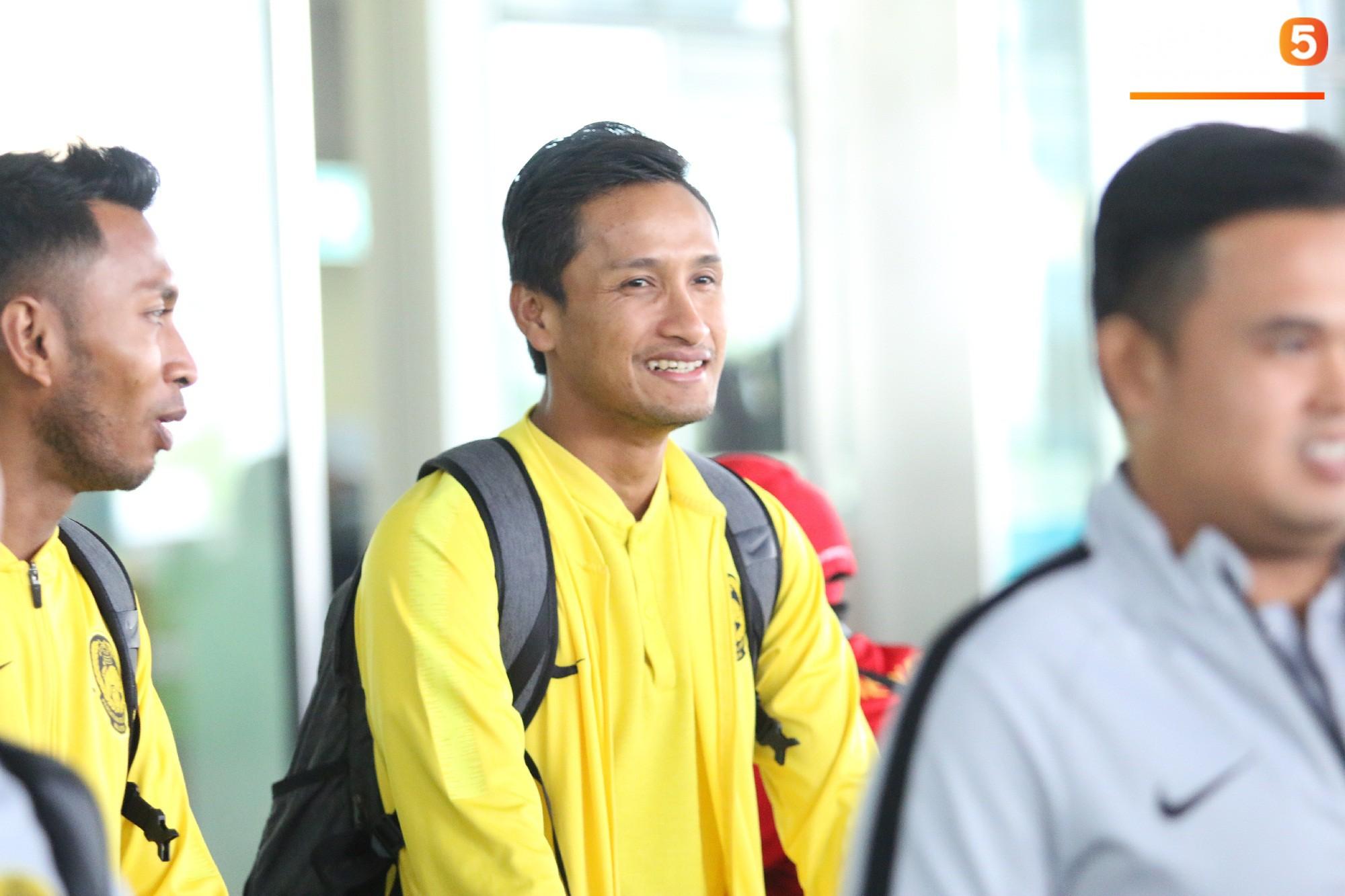 HLV trưởng Malaysia đi cùng người phụ nữ bí ẩn sang Việt Nam đá trận chung kết AFF Cup 2018 - Ảnh 4.