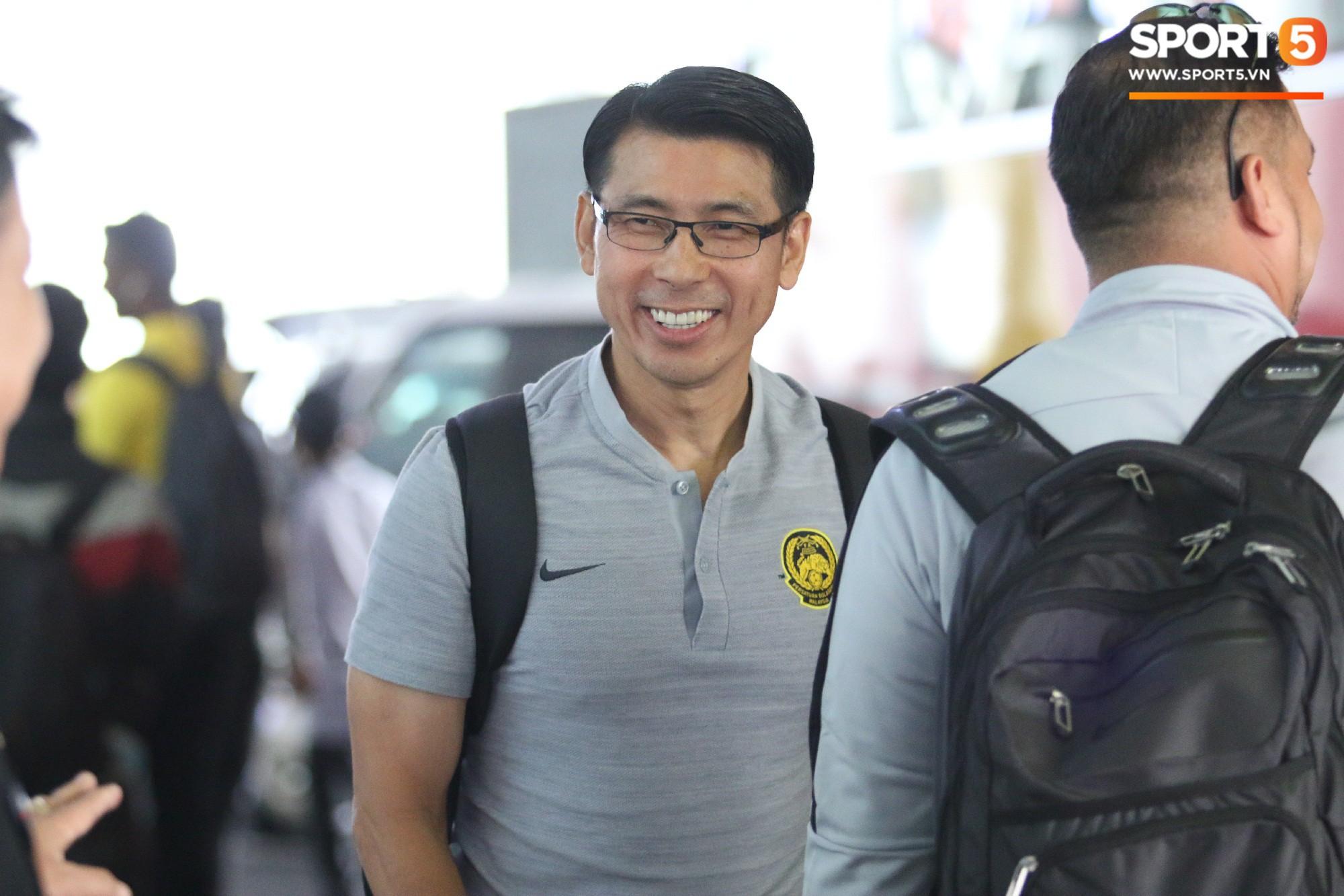 HLV trưởng Malaysia đi cùng người phụ nữ bí ẩn sang Việt Nam đá trận chung kết AFF Cup 2018 - Ảnh 6.