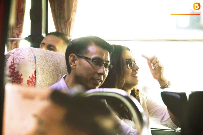 HLV trưởng Malaysia đi cùng người phụ nữ bí ẩn sang Việt Nam đá trận chung kết AFF Cup 2018 - Ảnh 3.